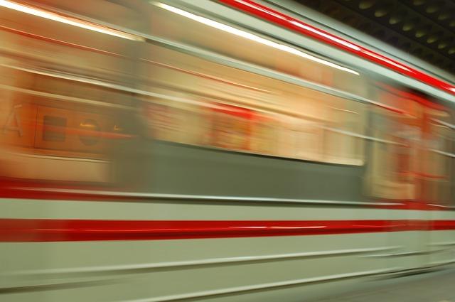 train-345072_640