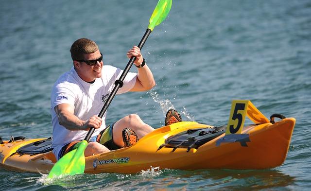 kayaking-569282_640